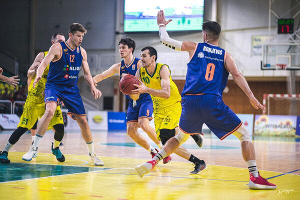 Levickí basketbalisti sa počas víkendu prvýkrát predstavili aj domácim fanúšikom.