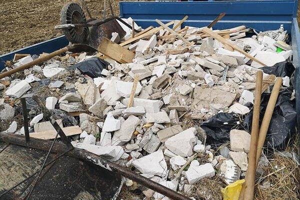 Bolo treba odviesť dva tony odpadu.