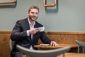 Riaditeľ kaviarenskej siete Costa Coffee v Česku a na Slovensku Aleš Fránek hovorí, že Slováci si kávu radi vychutnávajú.