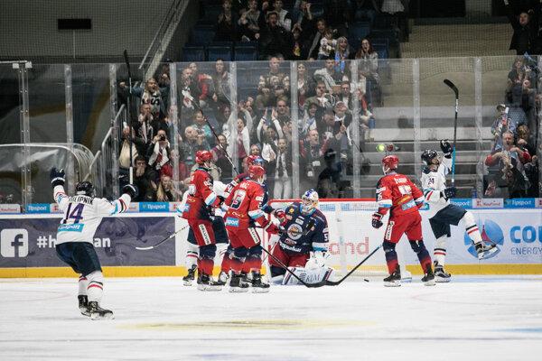 Jeden z gólov Slovana proti HKM Zvolen.