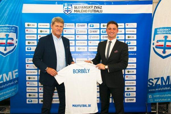 Ladislav Borbély (vľavo) ako tréner Slovenska v malom futbale.