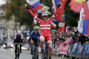 Mads Pedersen víťazí na MS v cyklistike 2019.