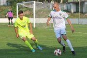 Jeden z gólov Prešvona zaznamenal aj Ľubomír Ivanko - Macej (pri lopte).