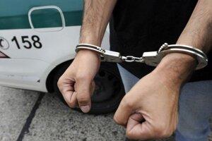 Muža zadržali a a obvinili.