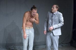Tomáš Pokorný a Braňo Mosný v predstavení Posun v Stoke.