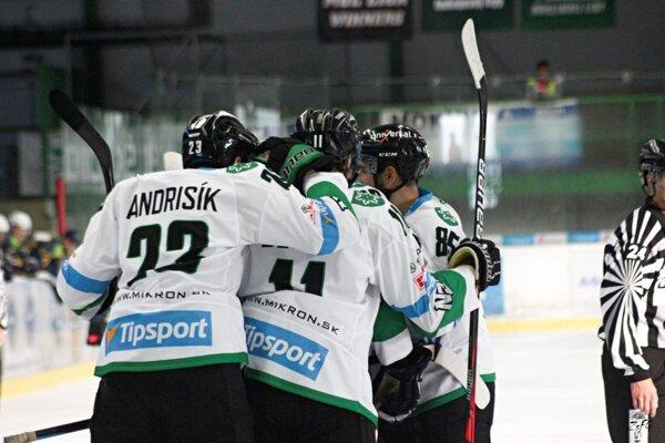Takto sa tešili Novozámčania v zápase proti MAC Újbuda až sedemkrát.