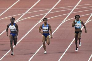 Dina Asherová-Smithová (vľavo).