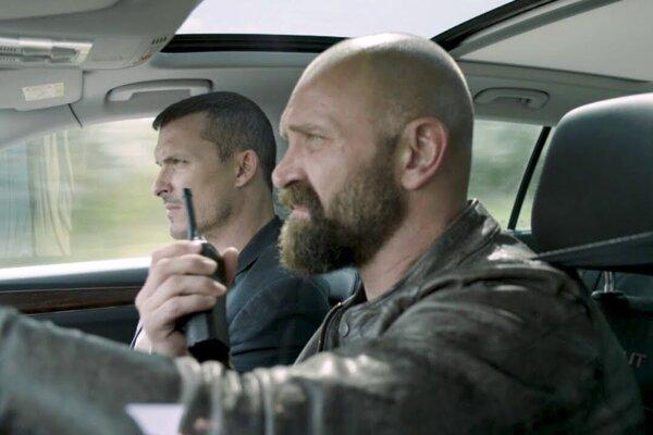 Ján Koleník a Tomáš Maštalír v tretej sérii seriálu Za sklom.
