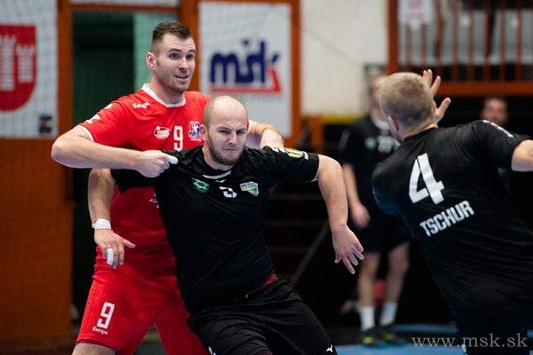 Ivan Bystrický (v červenom) prispel k výhre Pov. Bystrice troma gólmi.
