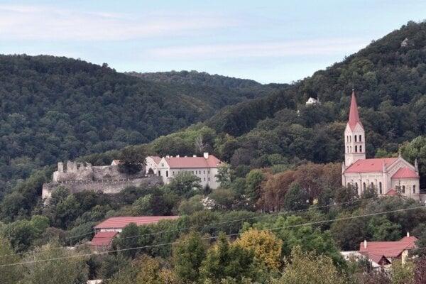 Populárne slávnosti, ktoré sa konajú na hrade v Modrom Kameni tohto roku kvôli koronavírusu nebudú.