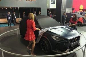 Odhaľovanie športového SUV Cupra Formentor, ktorý budúci rok príde už v sériovej podobe.