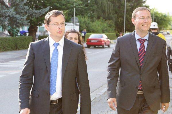 Minister školstva Juraj Draxler (vľavo) arektor Jozef Habánik.
