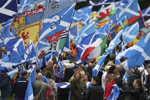 Za nezávislosť Škótska demonštrovali tisíce ľudí.