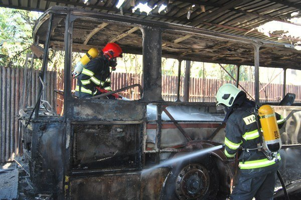 Vzhľadom na silu požiaru sa nedá určiť, koľko pohonných látok a technických kvapalín bolo v autobuse.