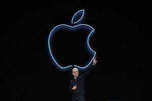Tim Cook potichu premenil Apple z technologickej firmy na poskytovateľa digitálnych služieb.