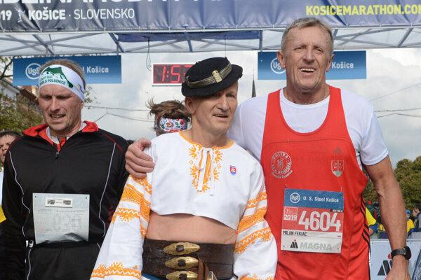 Pavol Blažek (vľavo) sa už druhý rok po sebe zúčastnil MMM v detvianskom kroji.