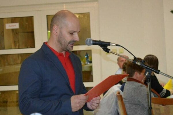 Peter Fischer jazdil opitý. Funkcie riaditeľa školy sa nevzdal a starosta obce čaká na právoplatný rozsudok.