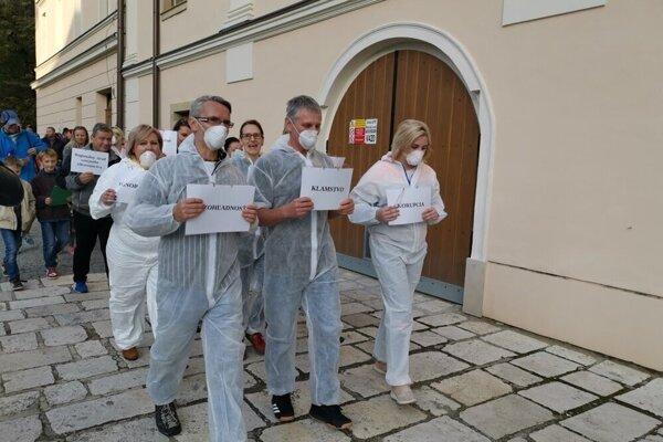 Levočania počas protestu.
