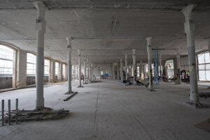 Následne sa začala rekonštrukcia podláh, stropov, stĺpov, okien, výroba novotvarov a repasovanie niektorých prvkov.