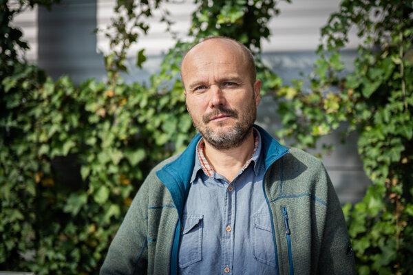 Bývalý analytik SIS Peter Holúbek podľa Gorily odpočúval konšpiračný byt na Vazovej ulici.
