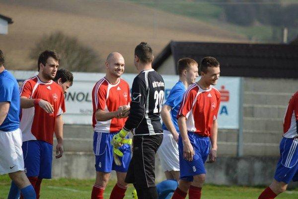 Tr. Stankovce B (v červenom) porazili susedný Selec o gól.