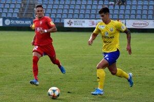 Michalovskí tréneri už budú mať k dispozícii aj uzdraveného obrancu Matúša Vojtka (vpravo).