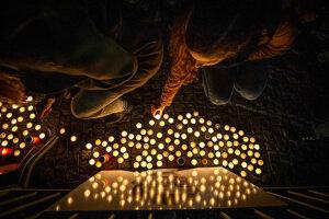 Sviečky pri portréte Jána Kuciaka.