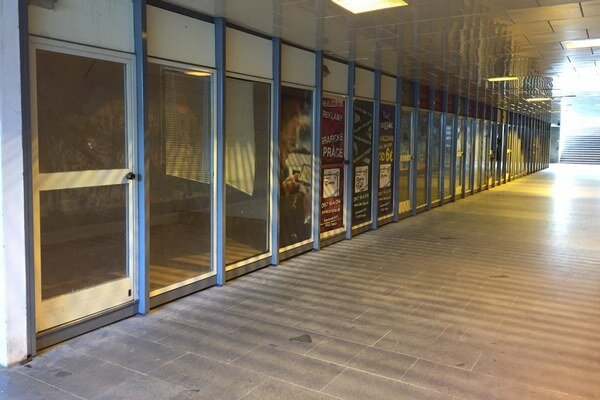 Obchodíky v podchode zostali prázdne
