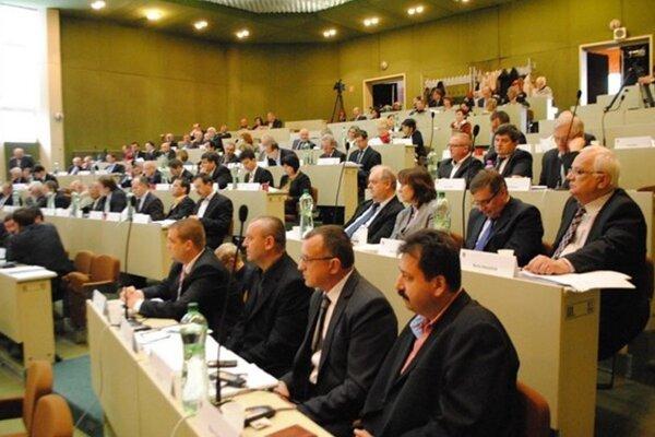 Prešovských župných poslancov čaká v pondelok bohatý rokovací program.