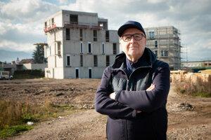 Dva bytové domy z desiatich stoja, ďalším dvom už stavajú základy. Lipták Jozef Šišila, jeden z developerov, verí, že v Palúdzke vznikne priestor pre nadčasové bývanie.