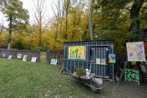 Z Ateliéru v lese Marcely Jurášovej, v ktorom tvoria ľudia s mentálnym a viacnásobným postihnutím.