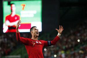 Cristiano Ronaldo oslavuje gól v zápase proti Luxembursku.