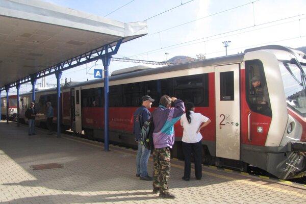 Tento vlak sa dnes z banskobystrickej stanice nedokázal pohnúť.