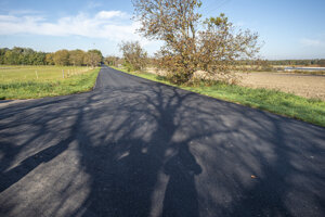 Zrekonštruovaná cesta medzi Jakubovom a Lábom