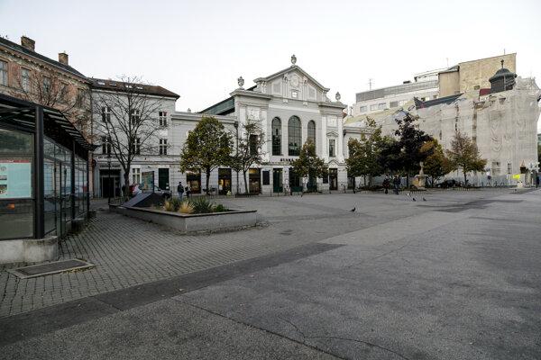 Budúce Námestie Nežnej revolúcie v Bratislave.