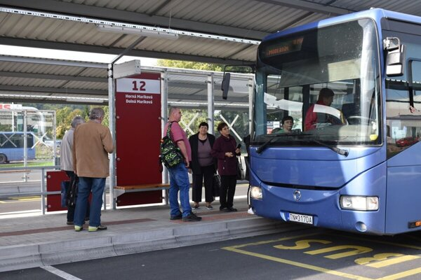 Autobusové nástupište v Považskej Bystrici.