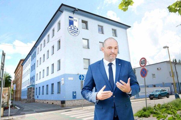 Primátor Jaroslav Polaček (nezávislý).
