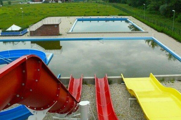 Stihnú plaváreň dokončiť do leta?