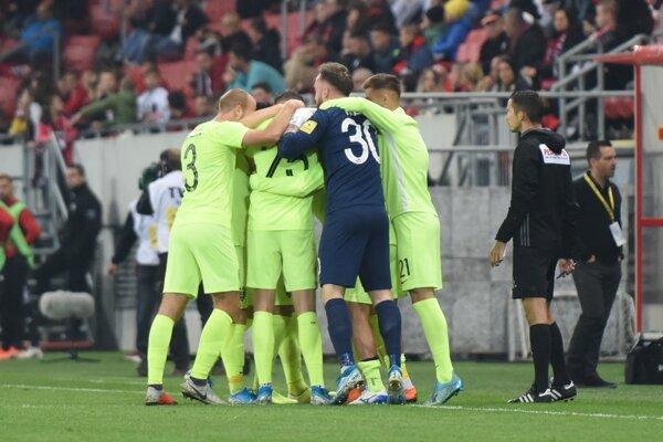 Radosť hráčov Žiliny v zápase 13. kola Fortuna ligy 2019/2020 FC Spartak Trnava - MŠK Žilina.