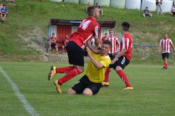 Kvašov (v pruhovanom) mohol Prievidzi dať ešte viac gólov.