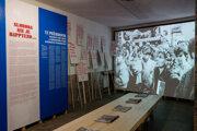 Fotografia z výstavy Železo zamat nožnice v Novej Cvernovke