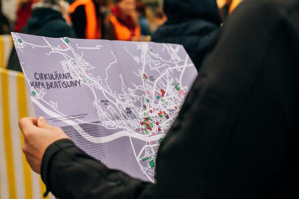 Cirkulárna mapa Bratislavy poradí kde si dať opraviť topánky či nakúpiť bezobalovo.