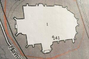 Mapa bola priložená k petičnému hárku. Červená hranica označuje miesto, kde žiadali, aby pódium nebolo.