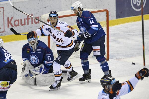 Branislav Rapáč (Košice) sa teší z vyrovnávajúceho gólu.