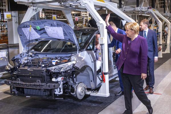 Začiatok sériovej výroby typu vozidla ID.3 odštartovala nemecká kancelárka Angeela Merkelová.