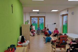 Špeciálnu materskú škôlku na Tarči navštevuje deväť detičiek.