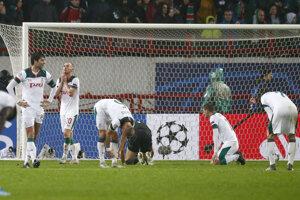 Sklamaní hráči Lokomotivu Moskva po tesnej prehre s Juventusom.
