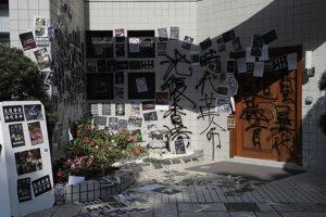 Študent informatiky spadol v pondelok z viacpodlažnej budovy parkovacieho domu.