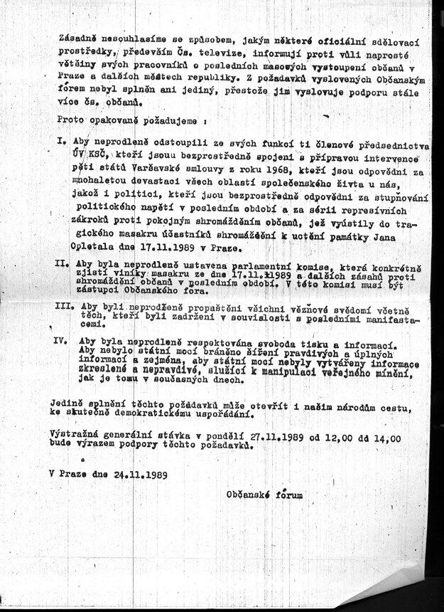 Leták, na ktorom Občanské fórum vyjadruje nesúhlas s tým, ako médiá informujú o udalostiach po 17. novembri 1989.