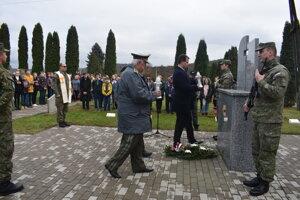Práve 11. novembra si ľudia na celom svete pripomínajú pamiatku vojnových veteránov.
